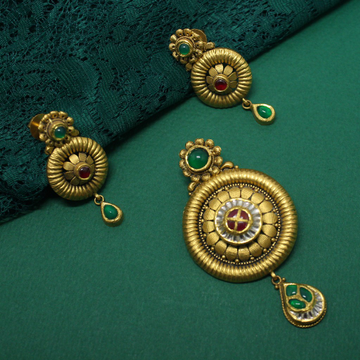 22KT hallmarked  Classic pendant set for women by Simandhar Jewellers