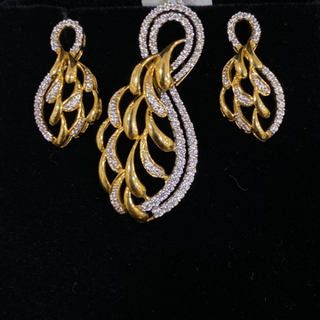 Cz 18k gold pendant set by