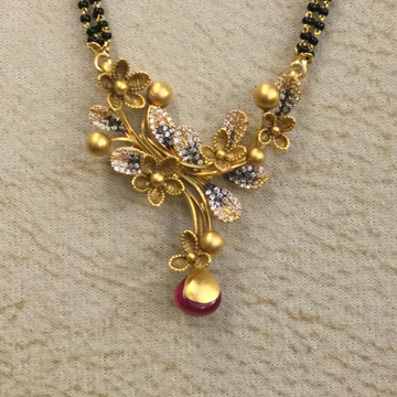916 Gold Antique Leaf Design Pendant