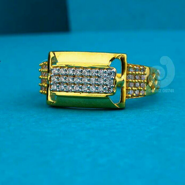 916 Attractive Cz Gents Ring