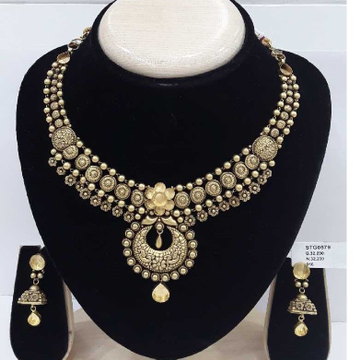 22kt Light Weight Gold Jewellery Half Set by