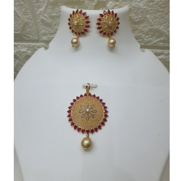 18k Gold Round Shaped Pendant Set With Ruby by