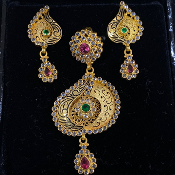 Antique gold pendant set by