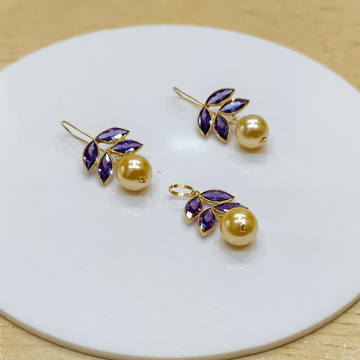 18 ct gold pendant set by