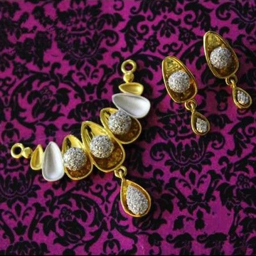 22 K Gold Antique Pendant Set. nj-p01165