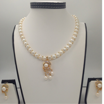 Whitecz and pearls pendentset with 1line buttonjali pearls mala jps0397