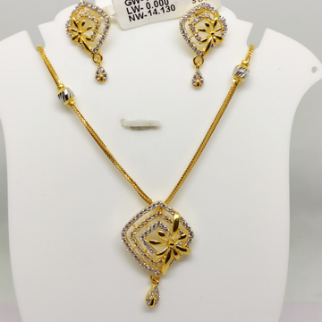 916 Delicate exclusive chain set by S. O. Gold Private Limited