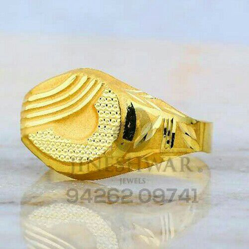Simple Simmering Fancy Gold Gents Ring