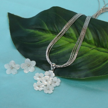 Sterling Silver White Flower Shape Pendent Set
