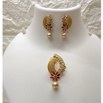 18k gold fancy light weight pendant set by