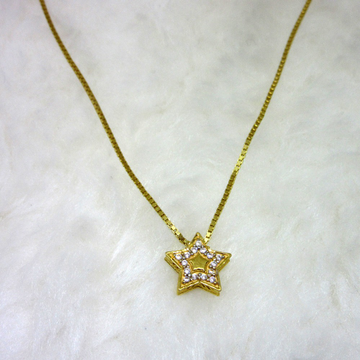 Gold star pendent chain