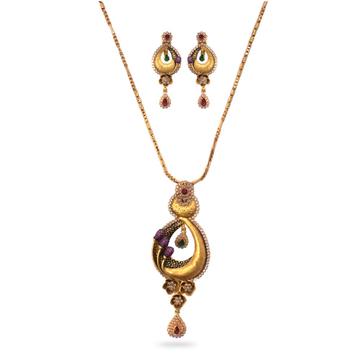 916 Gold Kundan Pendant Set by