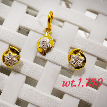22KT yellow Gold Seven CZ Stone Pendent Set for Women