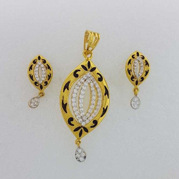 22KT Yellow Gold Ladies Stylish Pendant Set