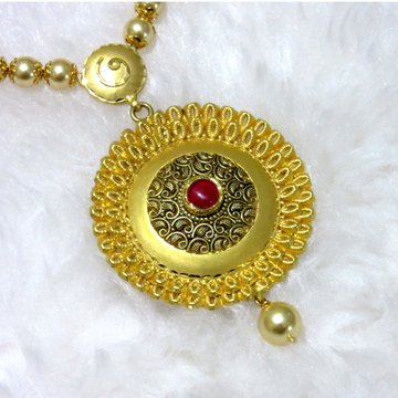 Gold dazzling round pendent mala