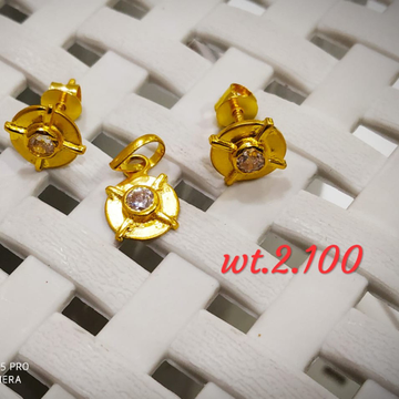 22KT Gold CZ Round Shape Pendent Set for Women