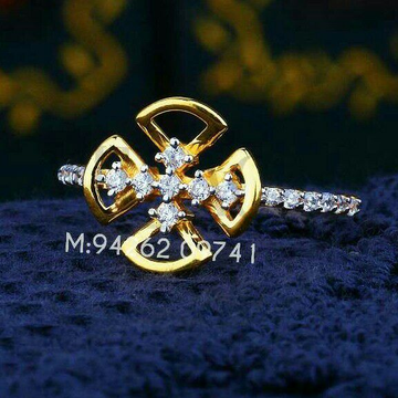 Gold cz attractive ladies ring lrg -0295