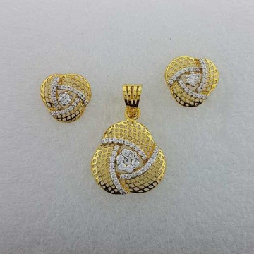 22KT Yellow Gold Ladies Casting Pendant Set