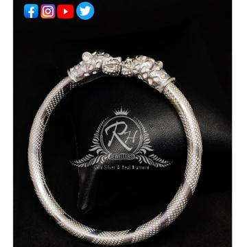 silver fancy lion gets kada RH-GK348