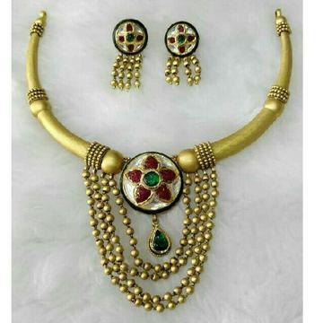 22K / 916 Gold Round Antique Jadtar Necklace Set