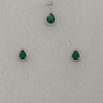 Sterling silver green stone butty pendant set by Vinayak Gold