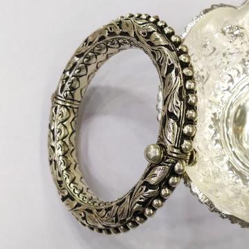 Puran antique silver rajwada kada with screw in ch...