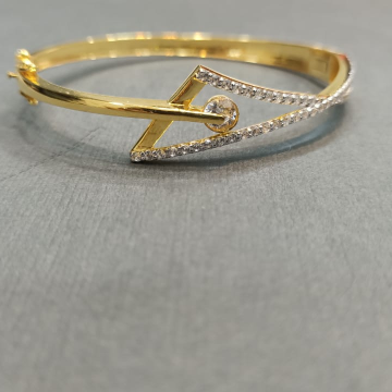Designer bracelet with American diamonds by