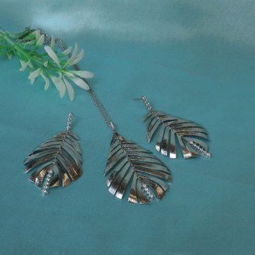 92.5 Sterling Silver Leaf Design Pendent Set For Women