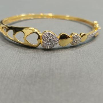 Heart shaped design bracelet by