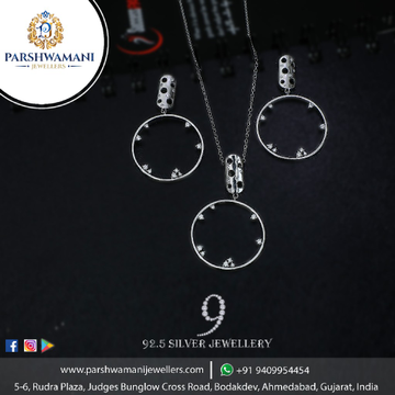 92.5 Sterling Silver Clock Design pendent set with Fancy Delicate chain For Women