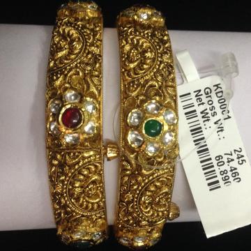 916 gold kundan bangles
