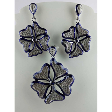 Flower Shaped 925 Silver Pendant Set