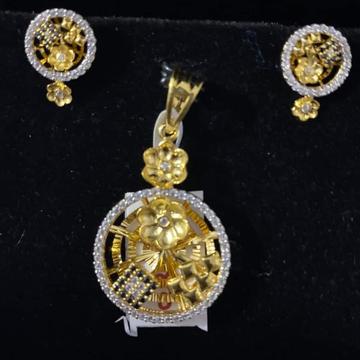 916 GOLD DIAMOND CASTING PENDANT SET by