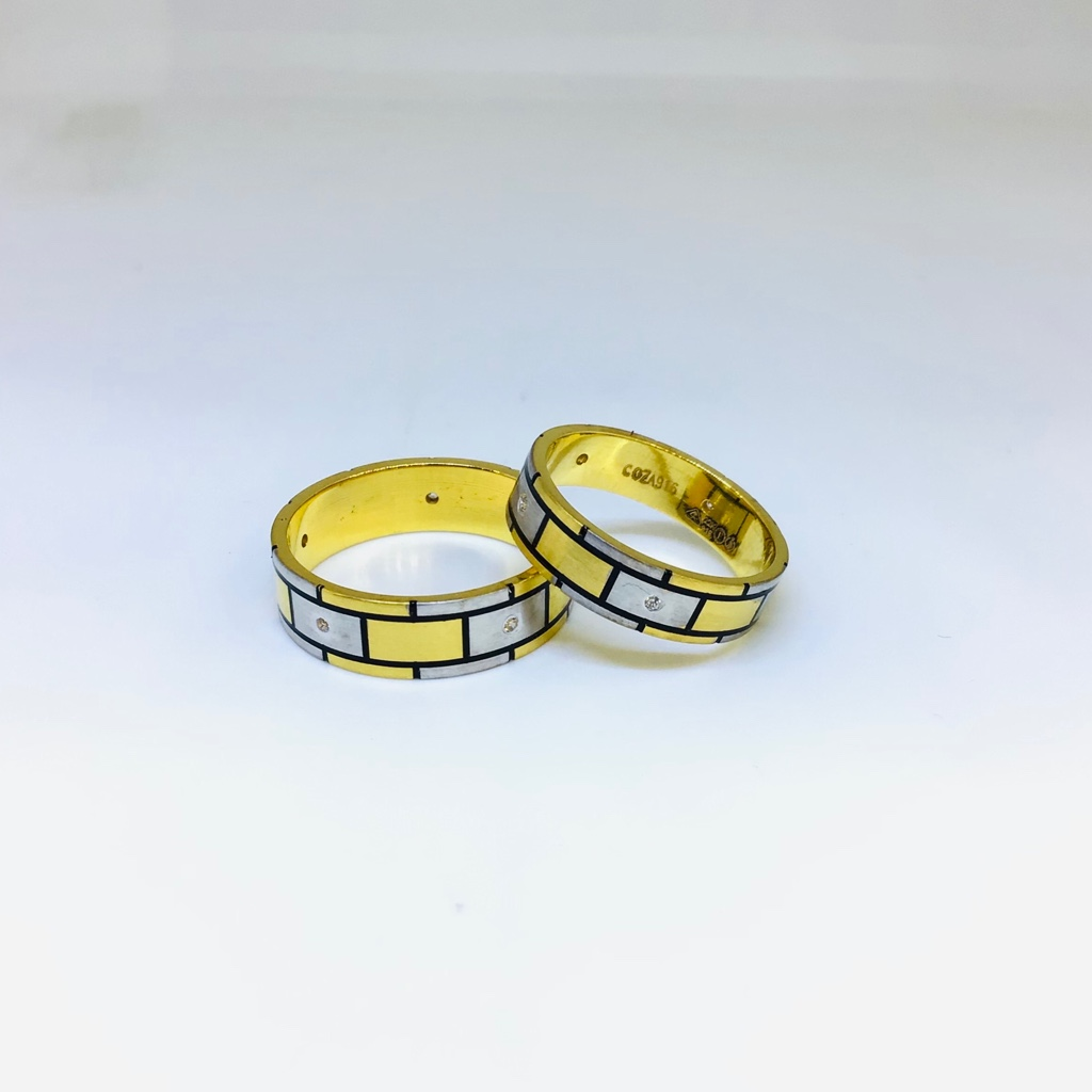 Fancy gold couple bands