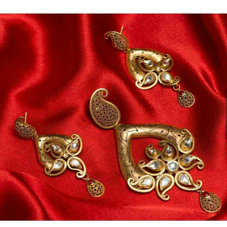 22K / 916 Gold Antique Jadtar Stunning Pendant Set