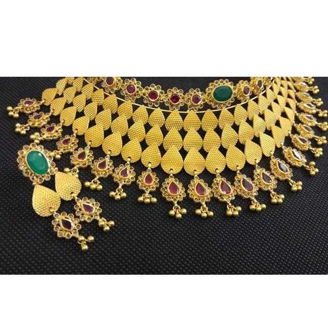 22kt Gold Antique Jadtar Necklace Set