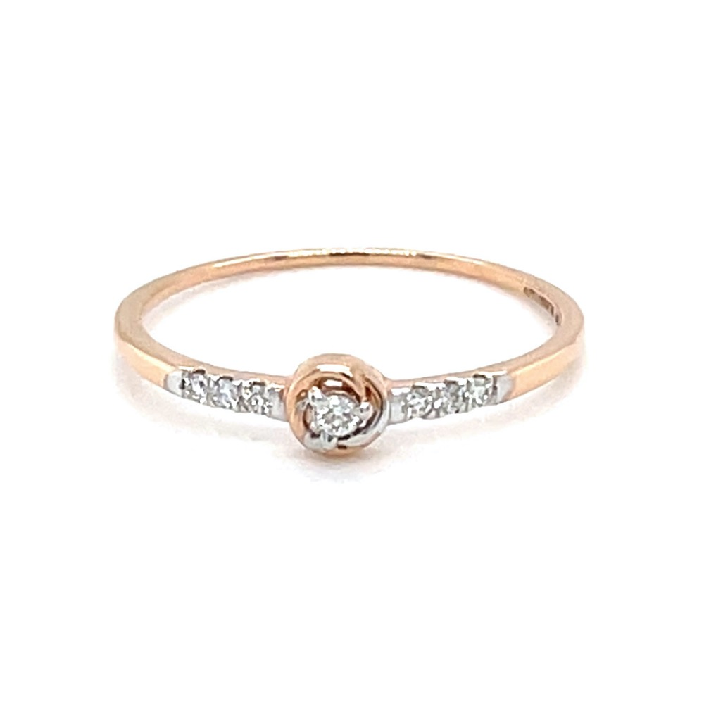 Single diamond in centre with diamonds on band 0lr171
