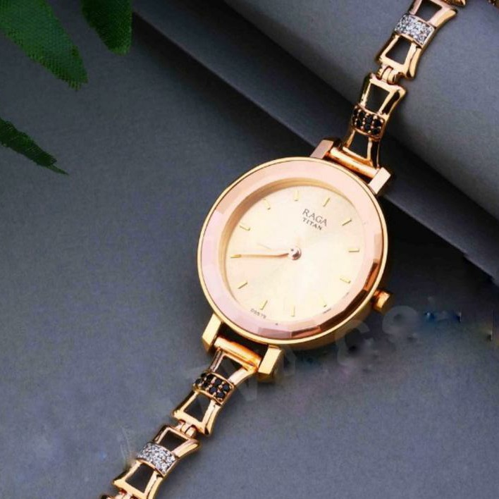 18KT Rose Gold fancy round dial watch for ladies