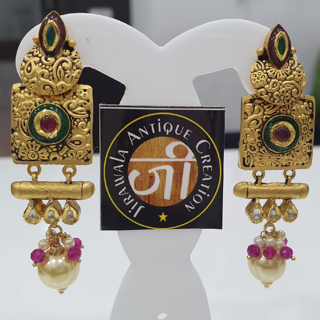 Antique jadtar kundan earring with moti