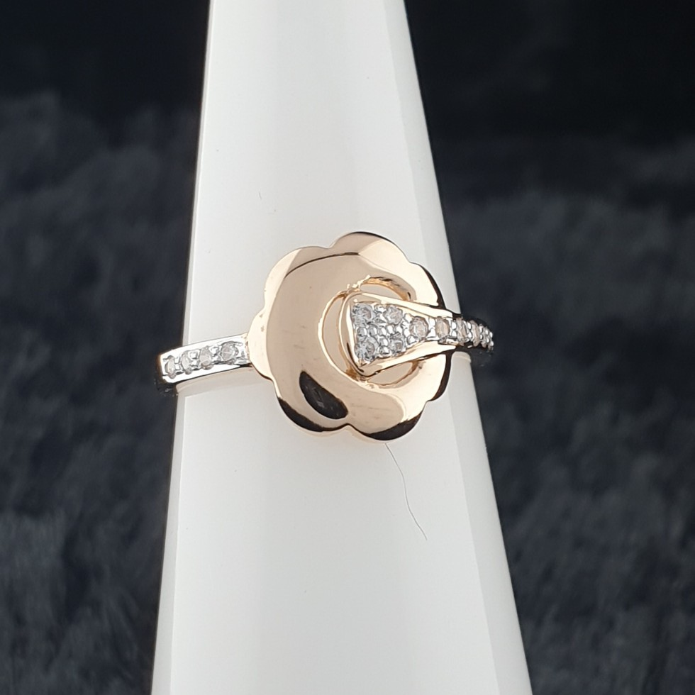 18k ladies ring