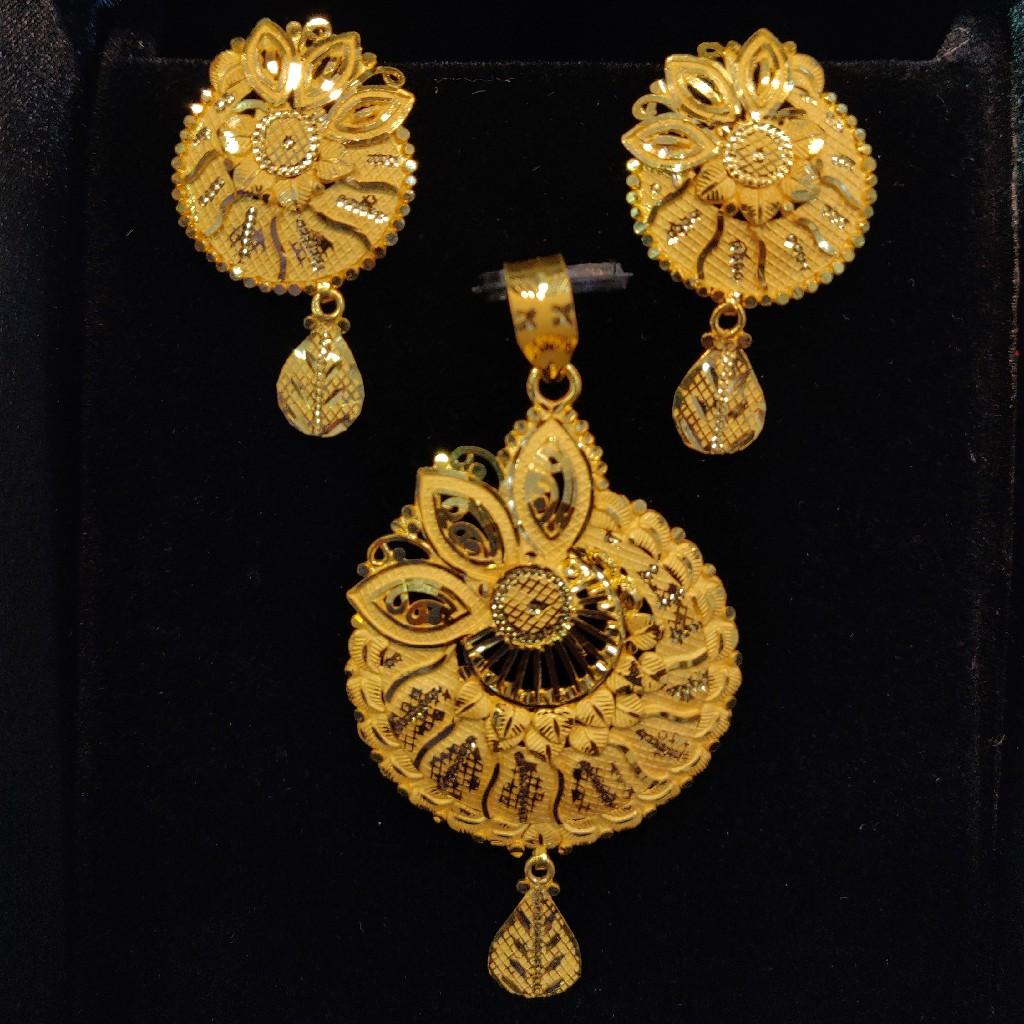 Fancy Plain Gold Design