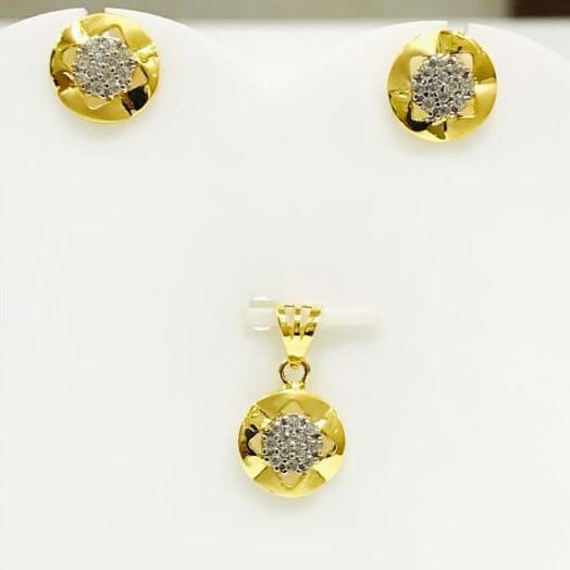 916 gold round pendant set
