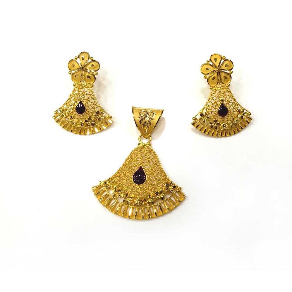 916 Gold Stylish Pendant Set