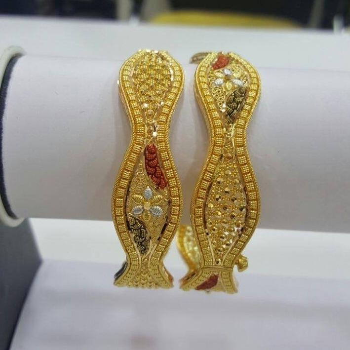 916 Gold Fancy Flower Design Bangle RH-B006