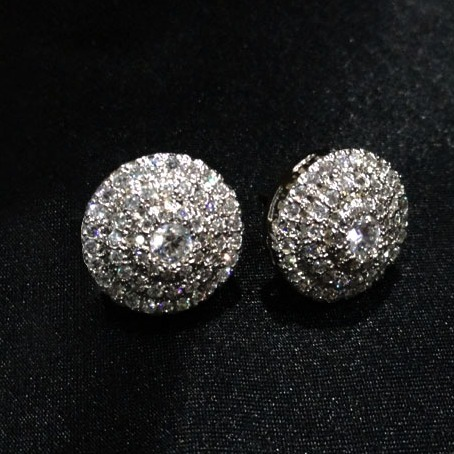 DIAMOND STUDS IN 18K WHITE GOLD WITH HM.