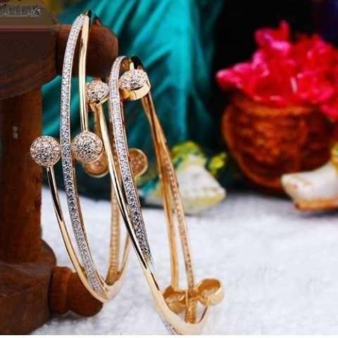 18 k gold bangle.  nj-b0646