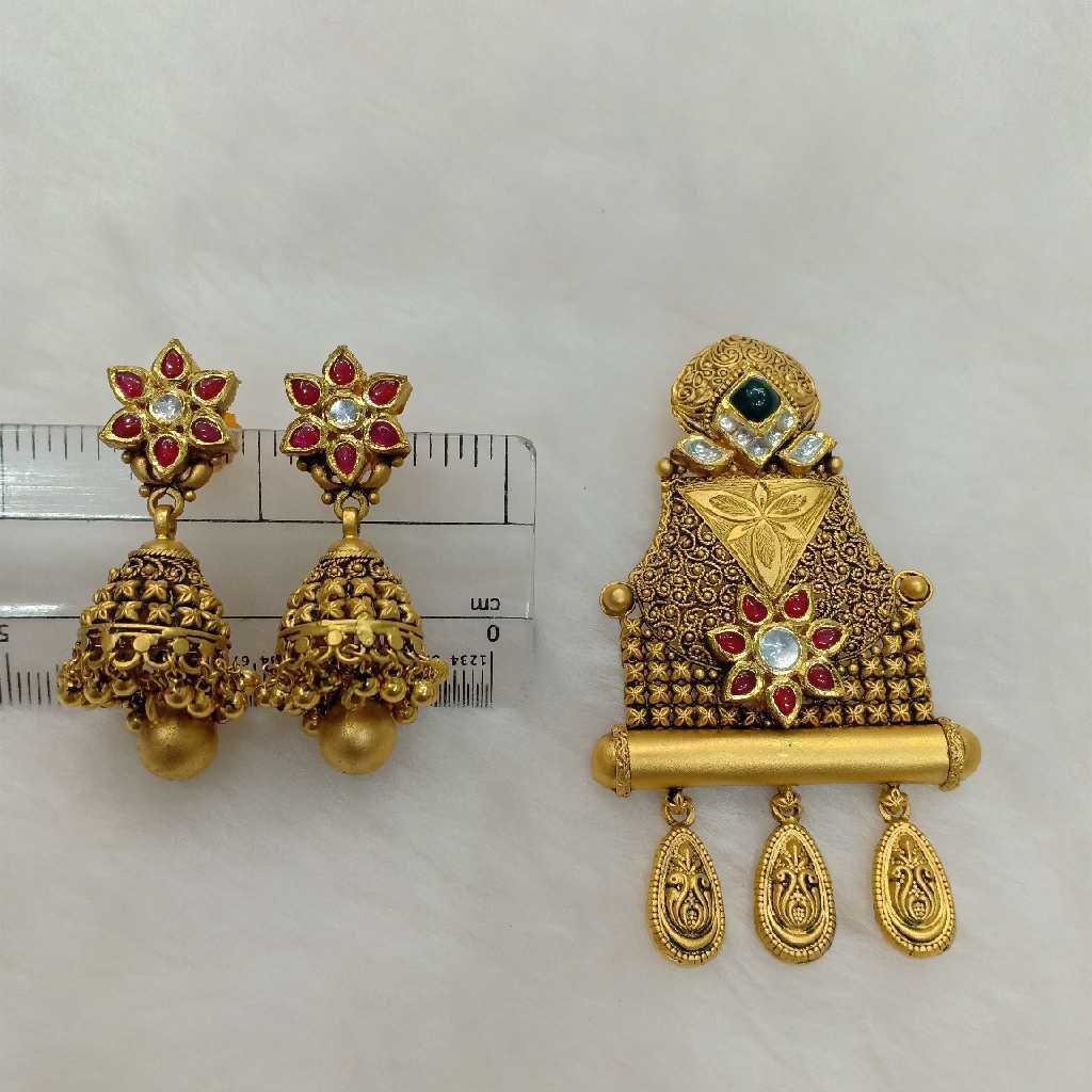 22KT Gold Kundan Pendant Set Aps-003