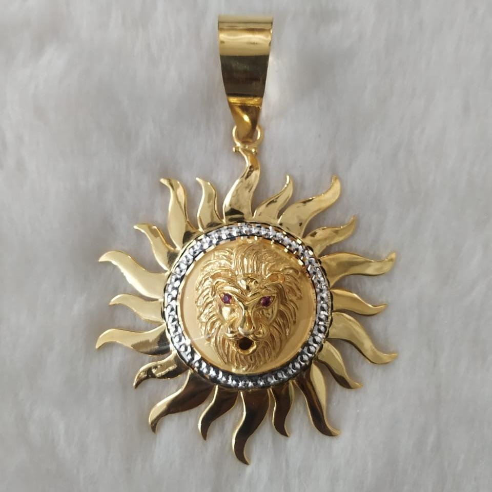 916 gold fancy gent's lion face pendant