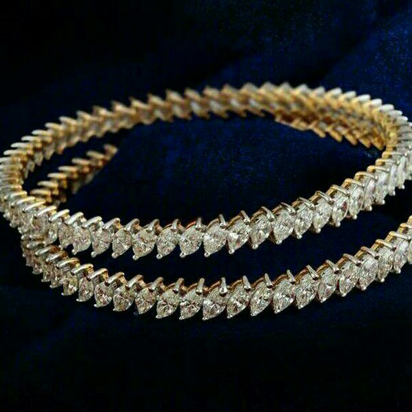18KT Gold Zigzag Design Diamond Bangle