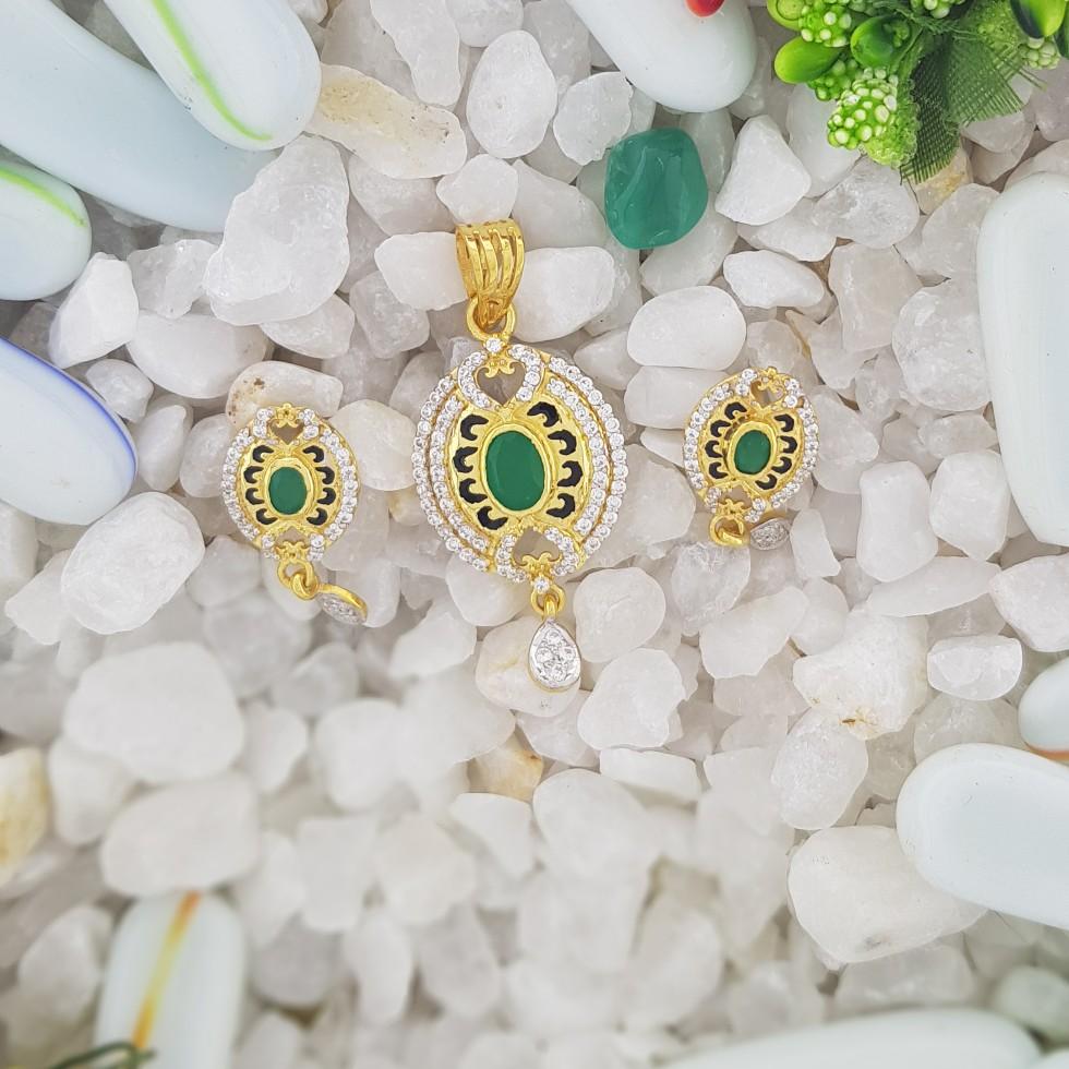 green stone Pendant set